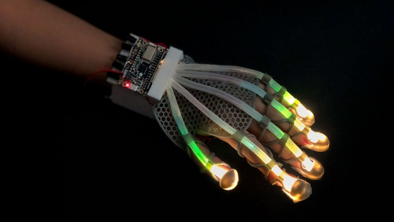 This stretchable sensor gives robots and VR a human touch